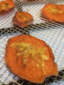 Dehydrated Sweet potato steamed with smoky paprika and savoury yeast flakes as topping #organic #sweetpotato #selfcare #yummytoppings